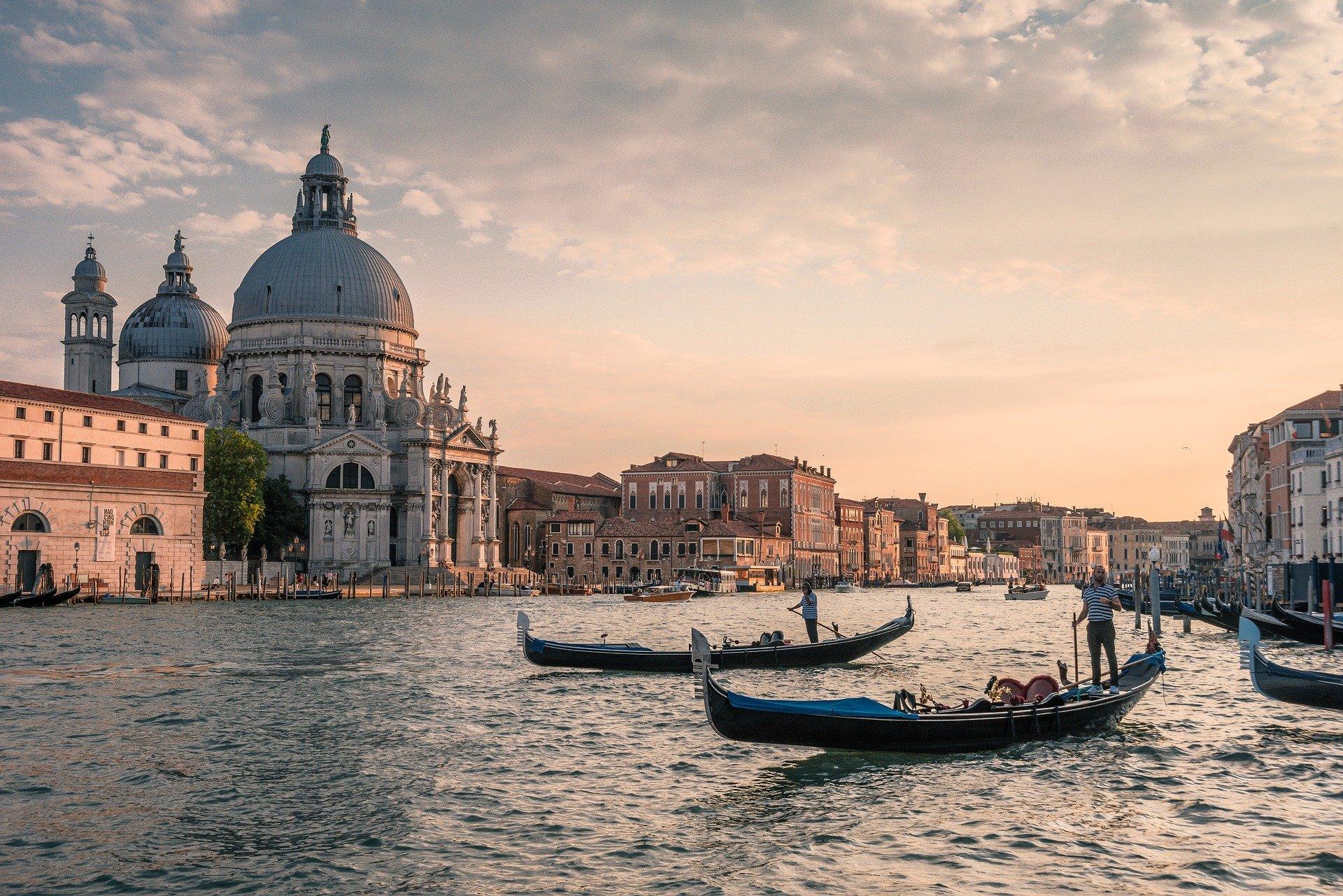 Gondolas on Canal Grande in Venezia